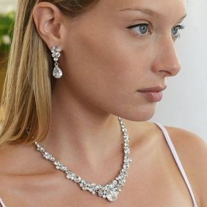 Mariell Glamorous Clear Crystal Necklace set